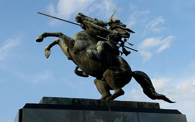 最上義光の騎馬像