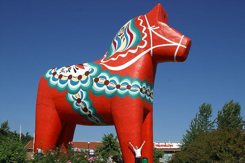 コンクリートで作った巨大なDALA HORSE